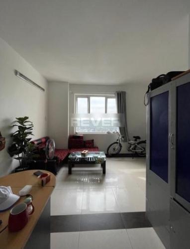 Phòng khách căn hộ Res 11 Căn hộ chung cư Res 11 tầng trung view thành phố sầm uất.