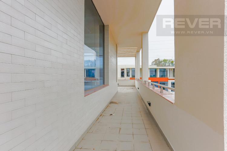 Lối Đi Bên Hông Sân Thượng Biệt thự 5 phòng ngủ đường Nguyễn Hữu Thọ khu Galleria Nhà Bè