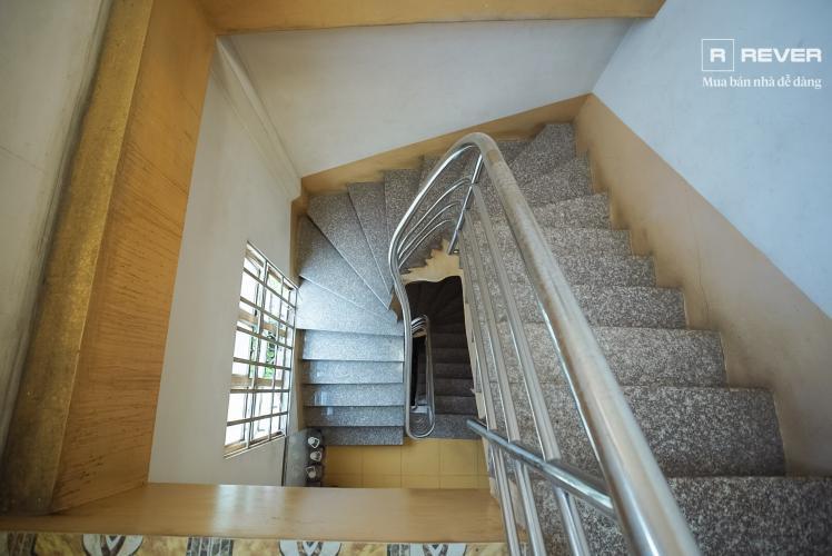 Cầu thang nhà phố Phú Nhuận Bán nhà mặt tiền đường Phan Đăng Lưu, Phú Nhuận, hướng Đông Bắc, cách công viên Phú Nhuận 70m