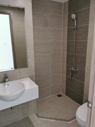Phòng tắm căn hộ Vinhomes Grand Park Căn hộ Vinhomes Grand Park đầy đủ nội thất, view nội khu thoáng mát.