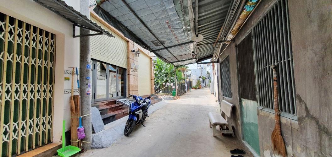 Bán nhà phố 1 tầng hẻm đường 160 Tăng Nhơn Phú A, diện tích 101m2, cách Đường Lê Văn Việt 500m.