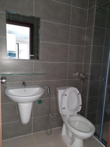 Phòng tắm Green River, Quận 8 Căn hộ Green River nội thất cơ bản, view công viên.