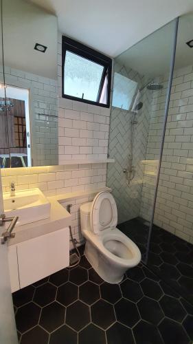 Phòng tắm căn hộ Feliz En Vista Bán căn hộ thông tầng Feliz En Vista đầy đủ nội thất sang trọng.