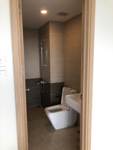 toilet căn hộ THE SUN AVENUE Bán officetel The Sun Avenue 1PN, không có nội thất, ban công Đông Nam