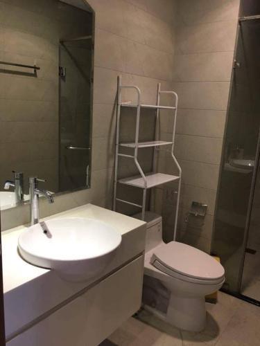 Toilet căn hộ VINHOMES CENTRAL PARK Bán căn hộ Vinhomes Central Park 1PN, đầy đủ nội thất, view nội khu