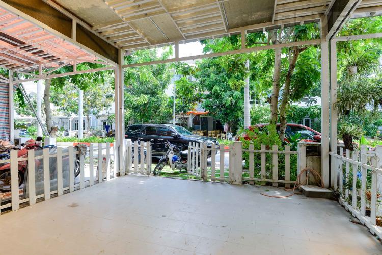 Sân Vườn Cho thuê nhà phố biệt lập trong Khu dân cư Mega Residence, đầy đủ nội thất