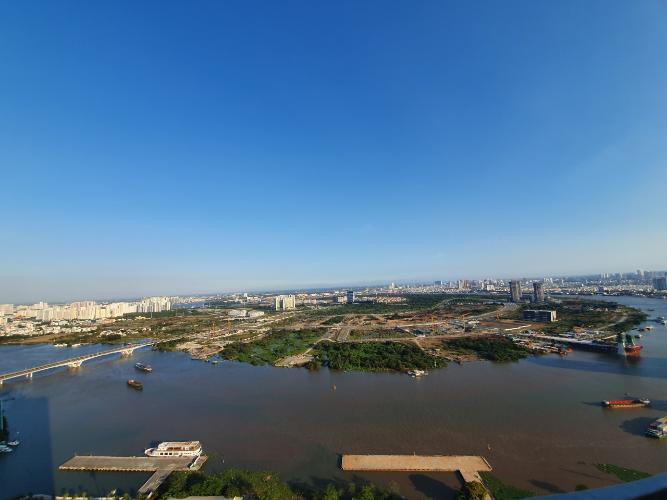 view ban công Căn hộ Vinhomes Golden River tầng cao, view hướng Đông Bắc.