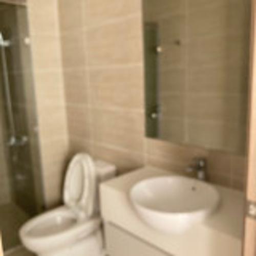Toilet Vinhomes Grand Park Quận 9 Căn hộ Vinhomes Grand Park tầng trung mát mẻ, đón view nội khu.