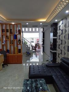 Bán nhà 3 tầng KDC Tân Thuận Nam, Quận 7, sổ hồng, nội thất cơ bản