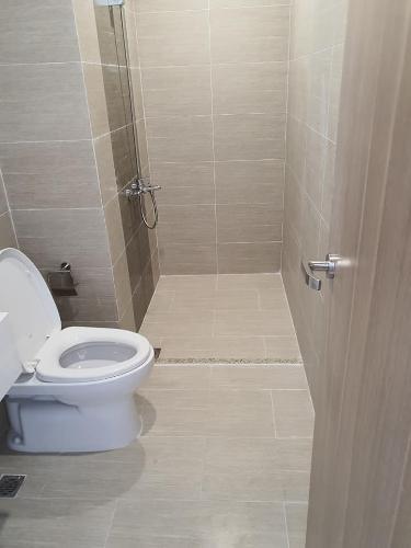 Toilet Vinhomes Grand Park Quận 9 Căn hộ Vinhomes Grand Park tầng 6, hướng Đông Bắc, view nội khu.
