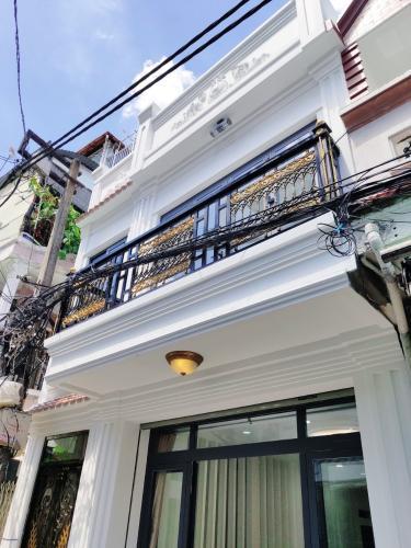 Bán nhà tại đường hẻm Huỳnh Văn Bánh, phường 13, quận Phú Nhuận, diện tích đất 42m2, đầy đủ nội thất, chính chủ