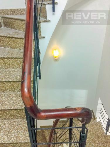 Lối đi cầu thang Bán nhà phố đường Âu Dương Lân diện tích 87m2, 4PN 4WC, nội thất cơ bản