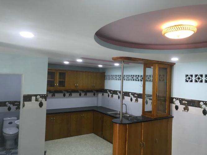 Bán nhà đường 61, Phước Long B, Quận 9, DT đất 60m2, đầy đủ nội thất, sổ hồng và GPXD