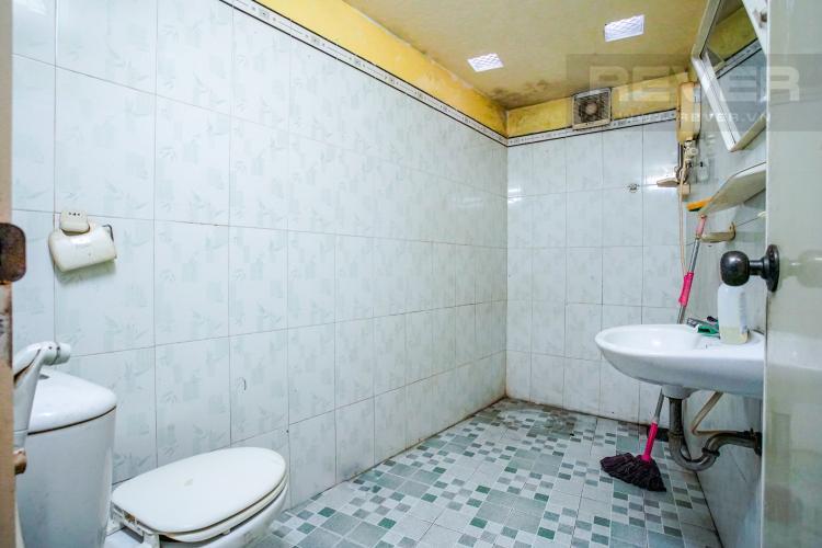 Phòng Tắm Tầng Trệt Bán nhà phố 4PN, 3 tầng, đường nội bộ Xô Viết Nghệ Tĩnh, sổ hồng chính chủ