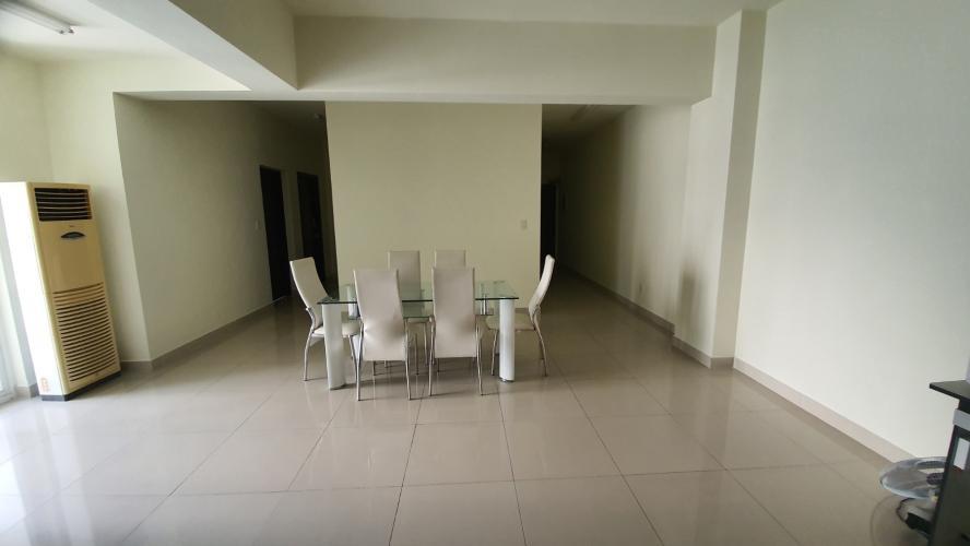 Căn hộ Riverside Residence tầng trung view sông mát mẻ, nội thất cơ bản.