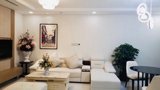 Bán hoặc cho thuê căn hộ Vinhomes Central Park 1PN, tháp Landmark 81, đầy đủ nội thất, hướng ban công Đông Nam