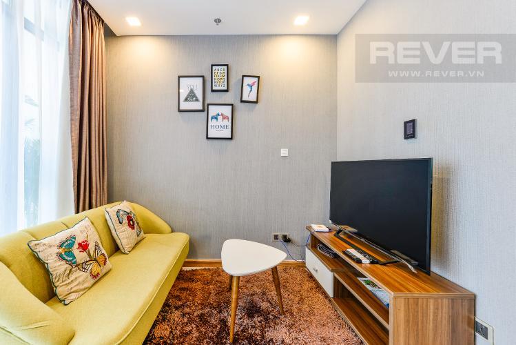 Phòng khách bán và cho thuê căn hộ Vinhomes Central Park tầng cao, 1PN, đầy đủ nội thất