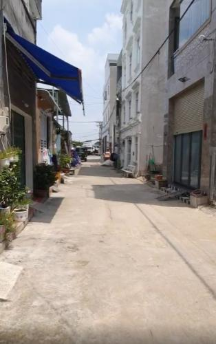 Nhà phố Lã Xuân Oai, quận 9 Nhà phố 1 trệt 2 lầu hẻm xe hơi đường Lã Xuân Oai