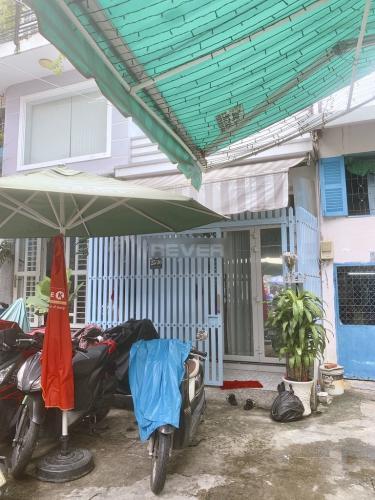 Mặt tiền nhà phố Trần Khắc Chân, Quận 1 Nhà phố hẻm Quận 1, hẻm xe ba gác, nội thất cơ bản.