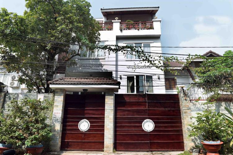 Bán biệt thự 3 tầng, đường Nguyễn Văn Hưởng, phường Thảo Điền, quận 2, diện tích đất 228m2, diện tích sàn 446m2, nội thất cơ bản, sô hồng đầy đủ