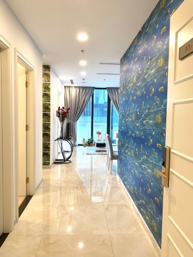 Phòng khách căn hộ Vinhomes Golden River Căn hộ Vinhomes Golden River ban công hướng Đông Bắc, view nội khu.