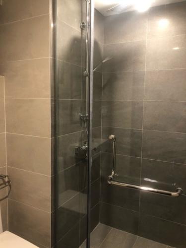 Phòng tắm One Verandah Quận 2 Căn hộ One Verandah tầng trung, hướng Tây Bắc.