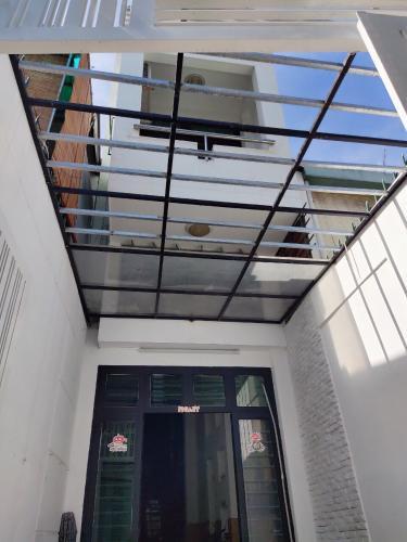 Bán nhà phố 3 tầng đường Hai Bà Trưng, phường 8, quận 3, diện tích đất 59.91m2, diện tích sàn 198.42m2, không có nội thất.