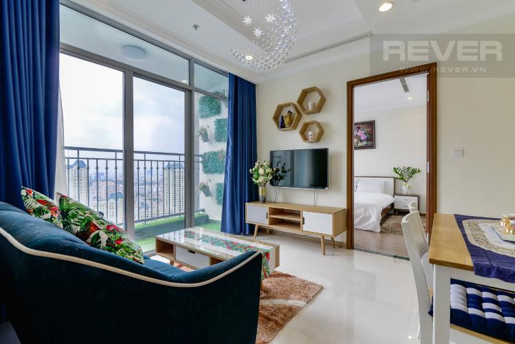 Phòng Khách Cho thuê căn hộ Vinhomes Central Park tầng cao 2PN 2WC, đầy đủ nội thất tiện nghi