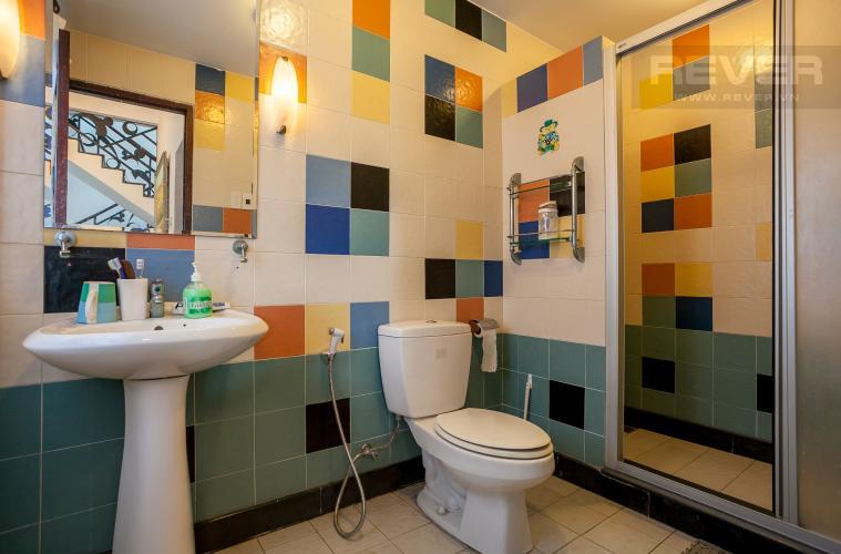Phòng Tắm Căn hộ dịch vụ đường số 22 Quận 2 nằm ven sông thiết kế 1 phòng ngủ