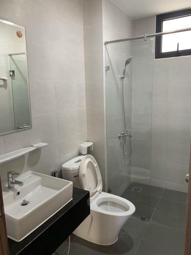 Phòng tắm căn hộ Mizuki Park, Bình Chánh Căn hộ Mizuki Park bàn giao nội thất cơ bản, thiết kế hiện đại.