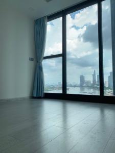 Bán căn hộ Vinhomes Golden River 2PN, diện tích 69m2, không có nội thất, view Quận 1