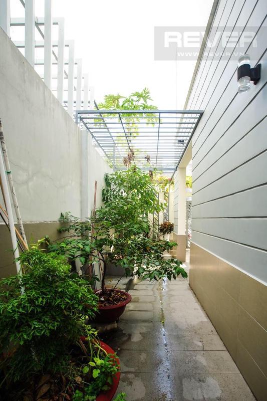5 Bán nhà phố 3 tầng Jamona Golden Silk Quận 7, diện tích đất 108m2, đầy đủ nội thất, cách Quận 4 khoảng 1km