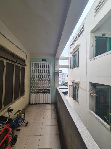 Hành lang chung cư B4, Quận 4 Căn hộ chung cư B4 ban công hướng Đông Nam, view nội khu yên tĩnh.