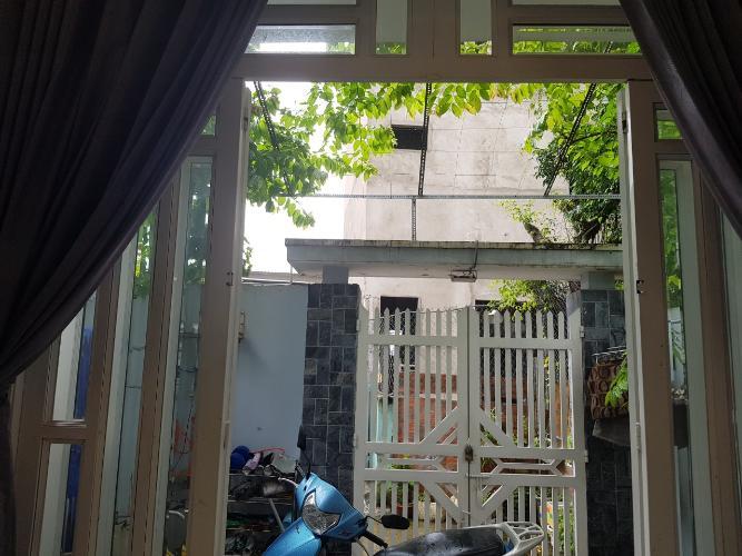 Sân trước nhà phố Chuyên Đùng, Quận 7 Nhà phố quận 7, sổ hồng riêng, khu dân cư an ninh.