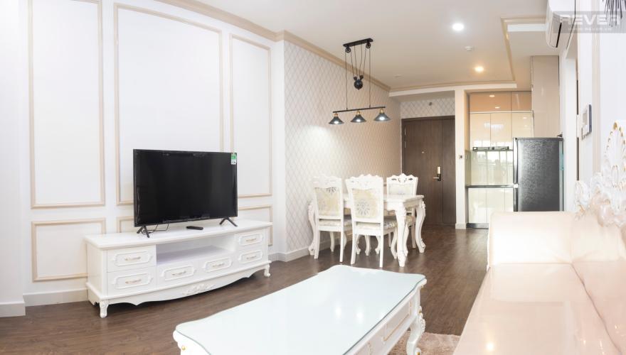 Phòng Khách Bán hoặc cho thuê căn hộ Saigon Royal 1PN, tháp A, đầy đủ nội thất, view hồ bơi