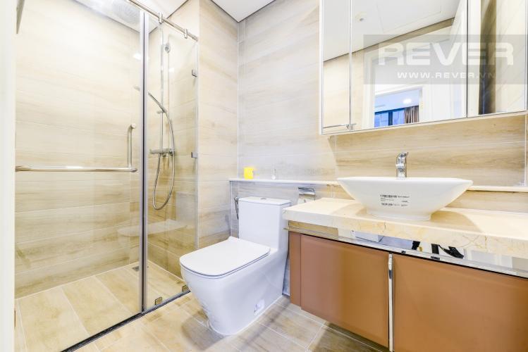 Phòng tắm 2 Căn hộ Vinhomes Golden River tầng cao tháp The Aqua 1, 2PN nội thất đầy đủ