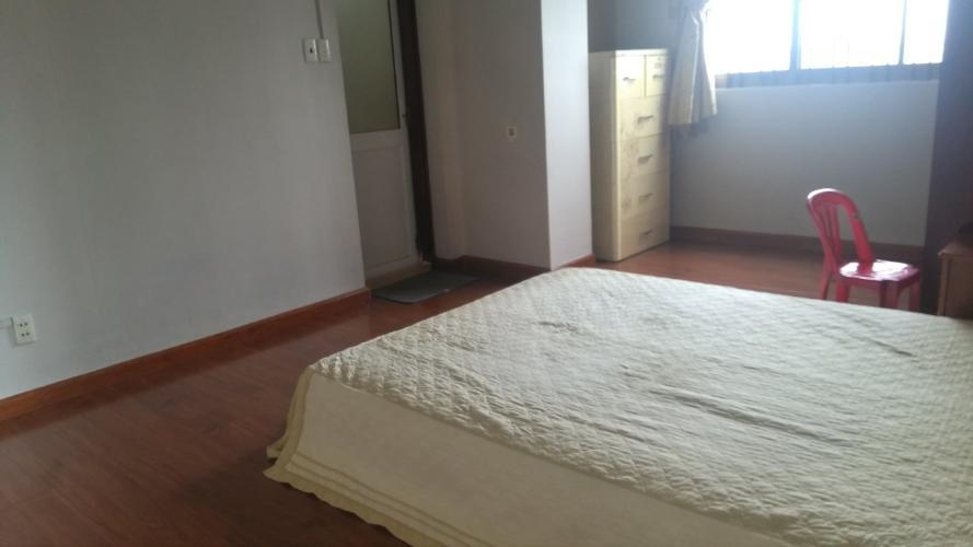Căn hộ chung cư Thanh Niên, Bình Thạnh Căn hộ chung cư Thanh Niên đầy đủ nội thất gỗ, ban công thoáng mát.