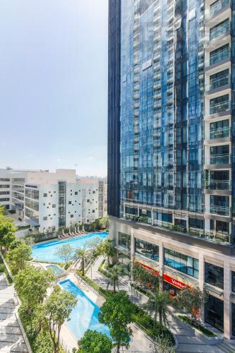 View Căn hộ Vinhomes Golden River tầng thấp, 3PN, nội thất đầy đủ