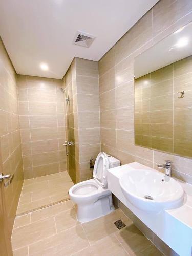 Toilet Vinhomes Grand Park Quận 9 Căn hộ Vinhomes Grand Park tầng 24, view mát mẻ, 2 phòng ngủ.