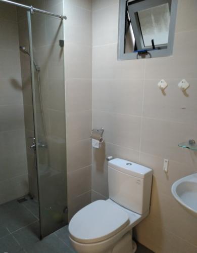 Phòng tắm Luxcity Quận 7 Căn hộ Luxcity tầng thấp, nội thất cơ bản, 2 phòng ngủ.
