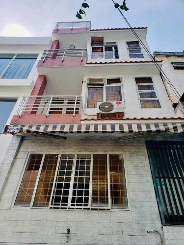 Nhà phố 3 tầng trong hẻm, 2 phòng ngủ, diện tích đất 30m2, diện tích sàn 109m2, sổ hồng đầy đủ