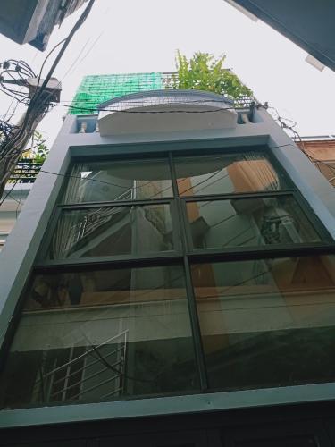 Bán nhà phố đường Nguyễn Kiệm, diện tích đất 36m2, diện tích sàn 73m2, đầy đủ nội thất, sổ hồng đầy đủ.