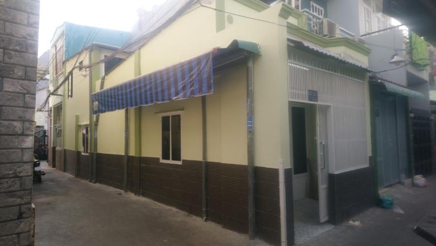 Nhà phố hẻm đường Đoàn Văn Bơ có sổ hồng, gần trung tâm thành phố.