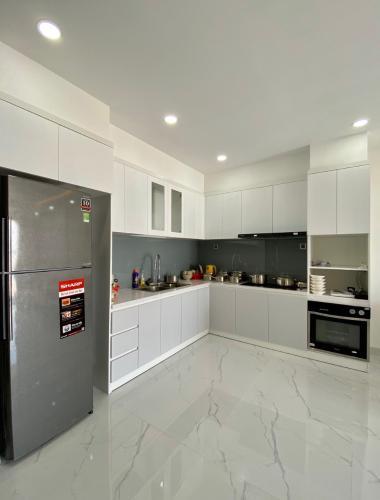 Phòng bếp Kingston Residence, Phú Nhuận Căn hộ tầng trung Kingston Residence ban công hướng Tây.