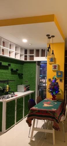 Phòng ăn và bếp căn hộ SAIGON ROYAL Cho thuê căn hộ Saigon Royal 1 phòng ngủ, tầng thấp, diện tích 43m2, đầy đủ nội thất