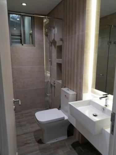 phòng tắm căn hộ midtown Căn hộ Phú Mỹ Hưng Midtown nội thất cơ bản, view nội khu thoáng mát.
