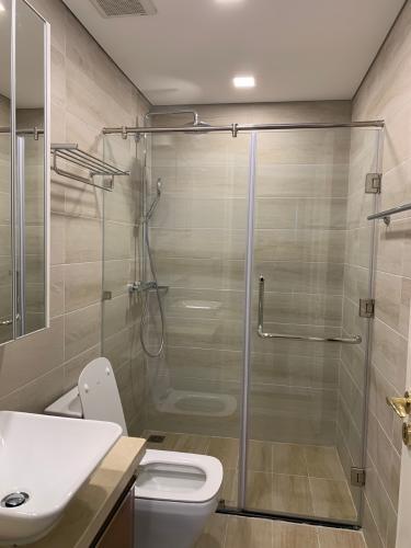 phòng tắm Căn hộ Vinhomes Golden River hướng Đông Bắc, tầng cao.