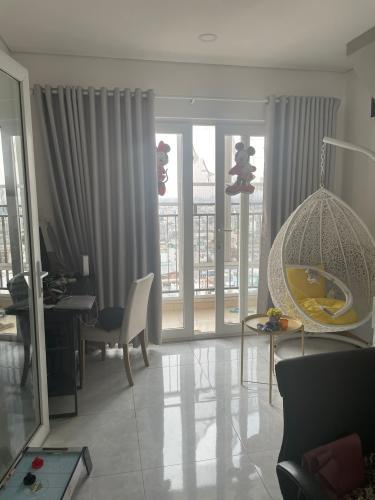 Phòng khách chung cư Gia Phát Apartment, Gò Vấp Penthouse Gia Phát Apartment view tầng cao thoáng mát, nhìn ra thành phố.