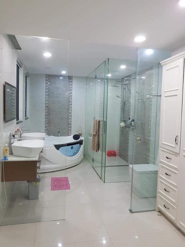 Nhà vệ sinh Bán shophouse Hoàng Anh Gia Lai 1, diện tích sàn 127m2, nội thất cao cấp, đã có sổ hồng