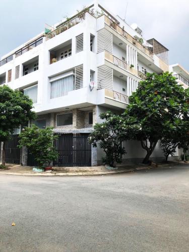 Bán nhà phố 2 mặt tiển hẻm, diện tích đất 115.6m2, diện tích sàn 376.2m2, nội thất cơ bản, sổ hồng đầy đủ